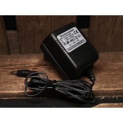 12 volt voeding 500mA (omgedraaide polariteit buiten negatief, binnen positief)